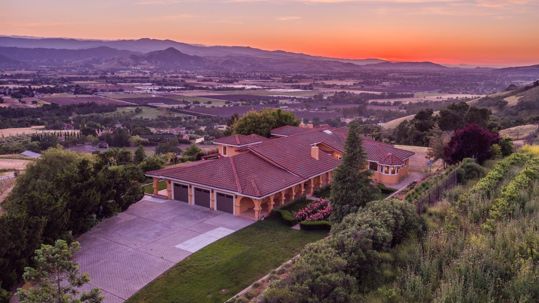 Maison unifamiliale pour l Vente à 3055 Paseo Vista Avenue 3055 Paseo Vista Avenue San Martin, Californie 95046 États-Unis
