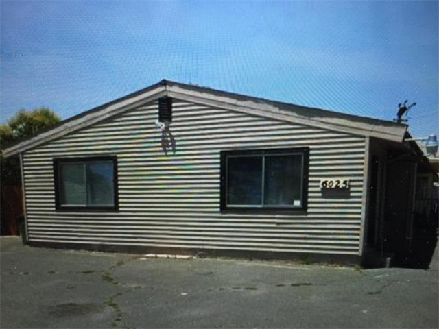 Частный односемейный дом для того Продажа на 6025 Riza Avenue 6025 Riza Avenue Sacramento, Калифорния 95823 Соединенные Штаты