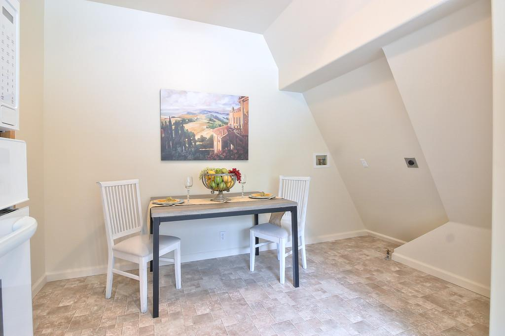 Additional photo for property listing at 4450 Roop Road  Gilroy, California 95020 Estados Unidos
