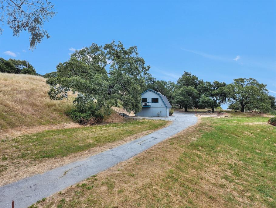 Additional photo for property listing at 4450 Roop Road  Gilroy, California 95020 United States