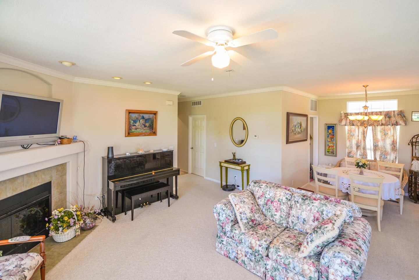 Additional photo for property listing at 1220 Tasman Drive  Sunnyvale, California 94089 United States