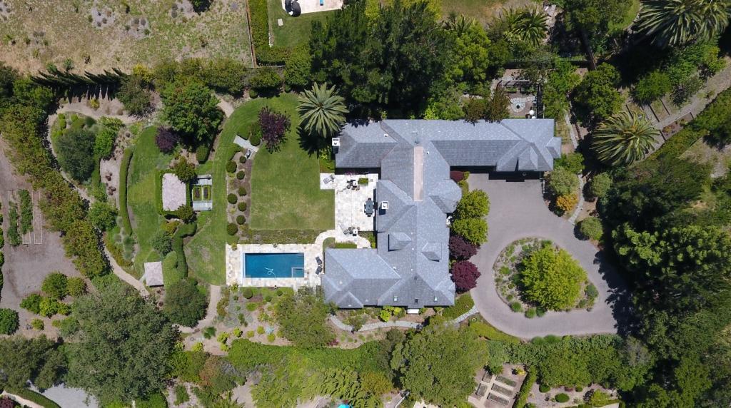 Einfamilienhaus für Verkauf beim 26990 Taaffe Road 26990 Taaffe Road Los Altos Hills, Kalifornien 94022 Vereinigte Staaten