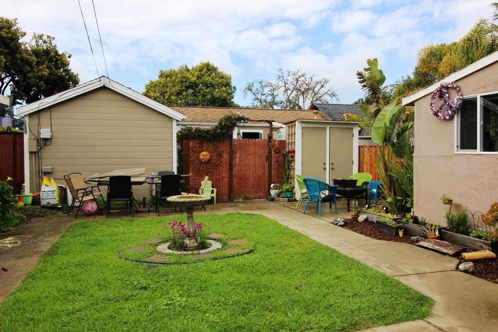 Additional photo for property listing at 207 Oakland Avenue  Capitola, Kalifornien 95010 Vereinigte Staaten