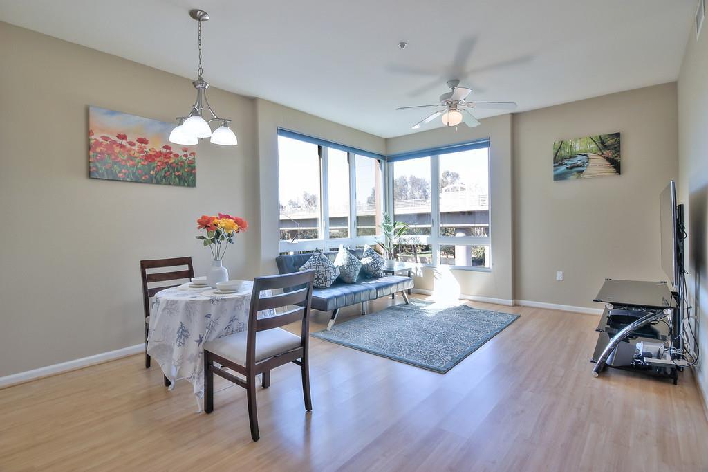Appartement en copropriété pour l Vente à 1101 S Main Street Milpitas, Californie 95035 États-Unis