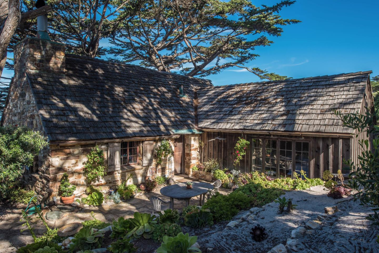 Additional photo for property listing at Scenic 2.5 NW of 8th  Carmel, カリフォルニア 93921 アメリカ合衆国