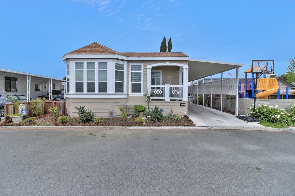 獨棟家庭住宅 為 出售 在 2052 Gold Street Alviso, 加利福尼亞州 95002 美國