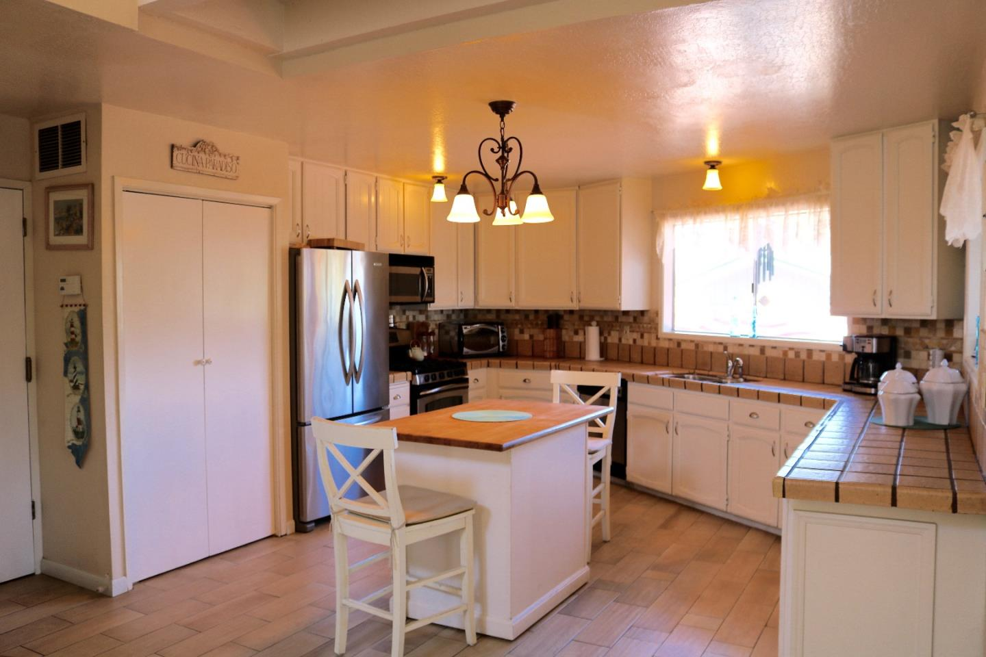 Additional photo for property listing at 650 24th Avenue  Santa Cruz, California 95062 United States