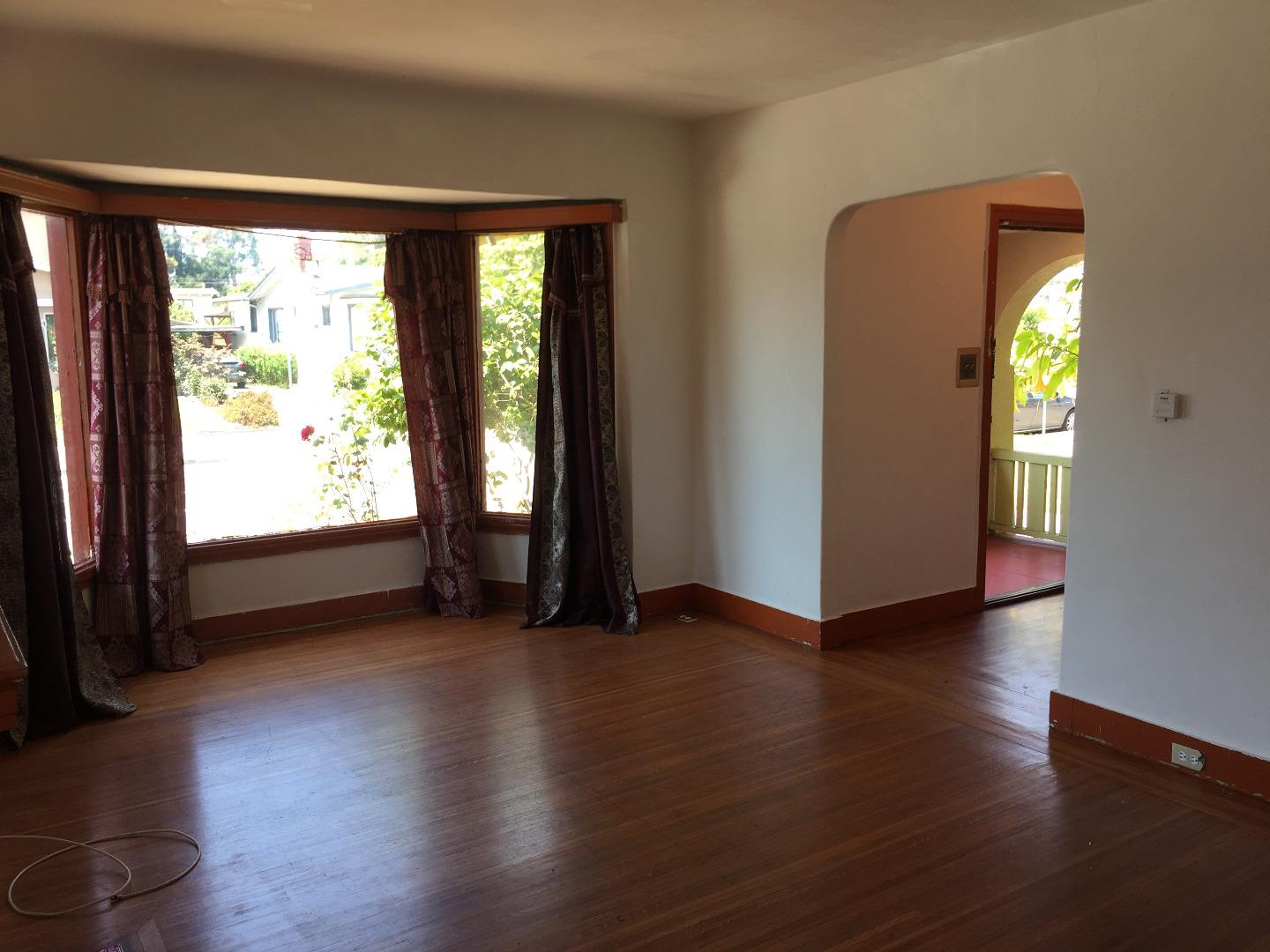 Additional photo for property listing at 2736 Bartlett Street 2736 Bartlett Street Oakland, California 94602 United States