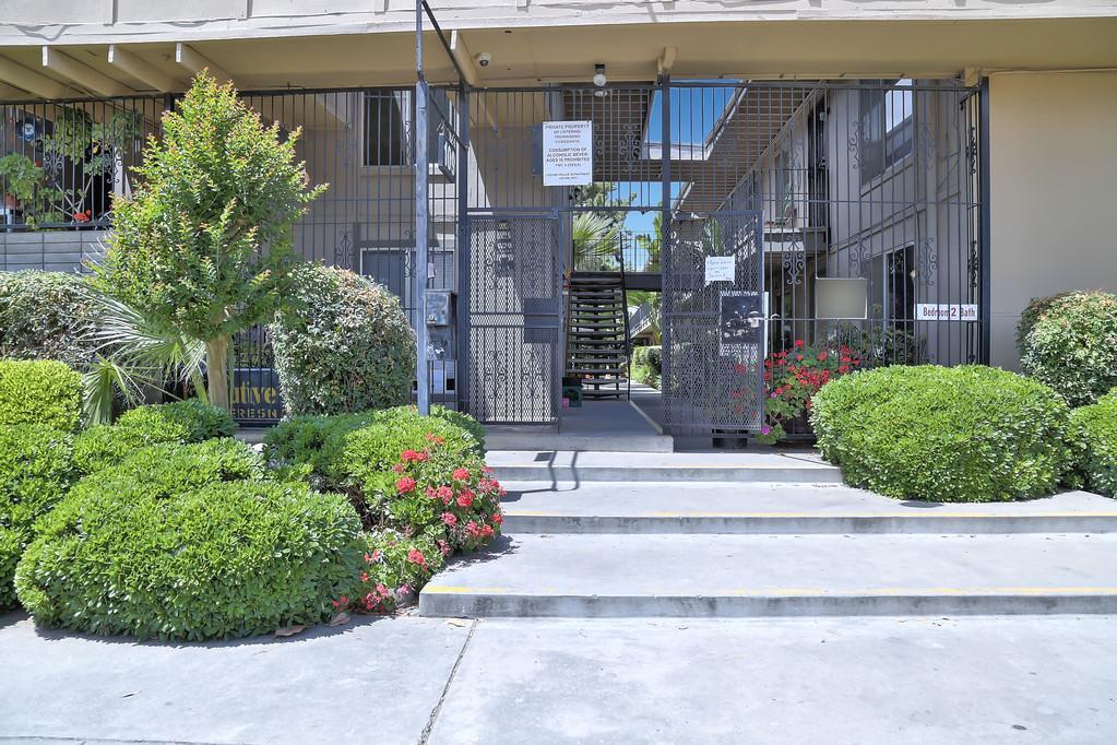 Maison avec plusieurs logements pour l Vente à 109 N Glenn Avenue 109 N Glenn Avenue Fresno, Californie 93701 États-Unis