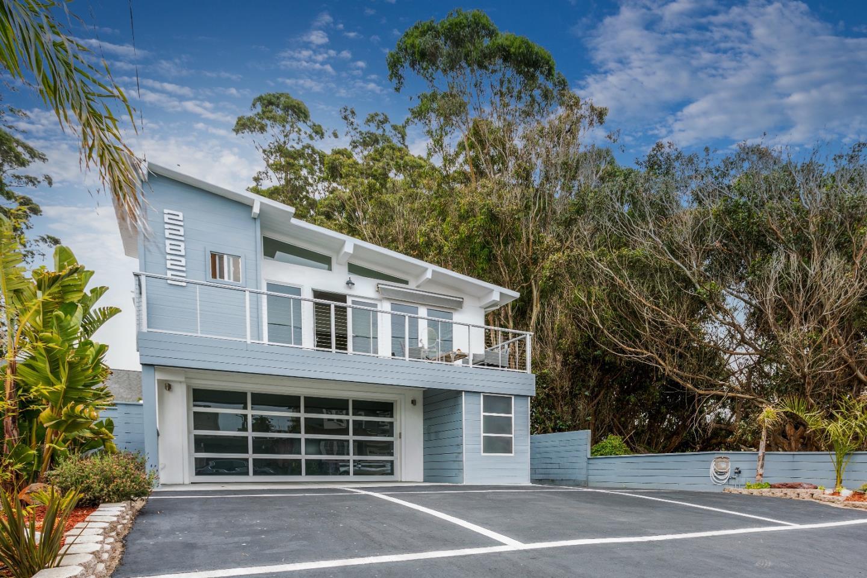 Casa Multifamiliar por un Venta en 22825 E Cliff Drive Santa Cruz, California 95062 Estados Unidos