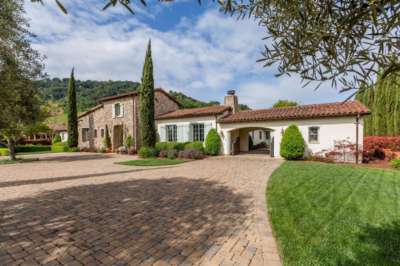 Maison unifamiliale pour l Vente à 1455 Lakeview Court San Martin, Californie 95046 États-Unis