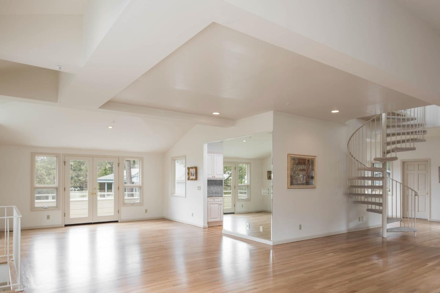 Additional photo for property listing at 126 Cypress Way  Carmel, California 93923 United States