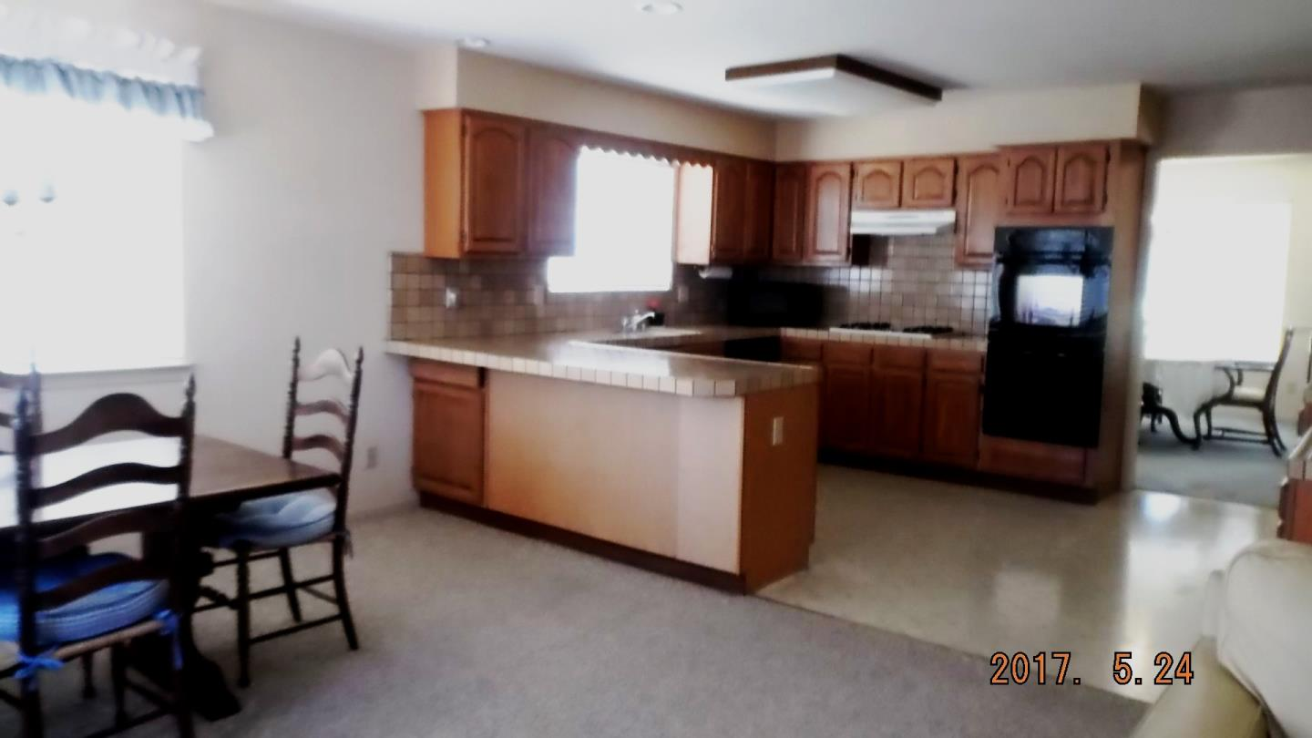Additional photo for property listing at 10755 Country Meadows Road  Salinas, 加利福尼亞州 93907 美國