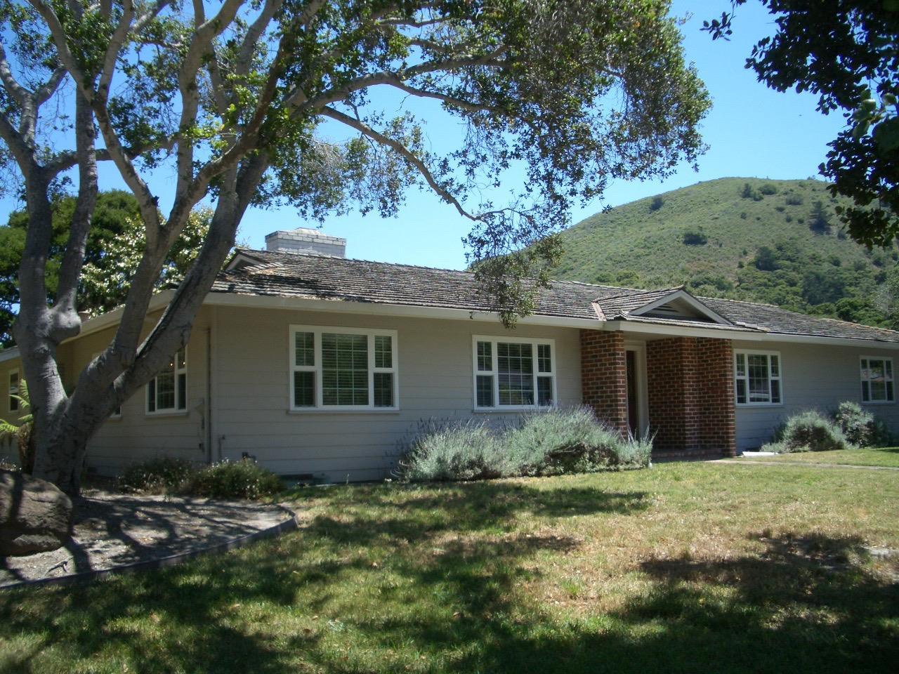 Частный односемейный дом для того Продажа на 10148 Blue Larkspur Lane Monterey, Калифорния 93940 Соединенные Штаты