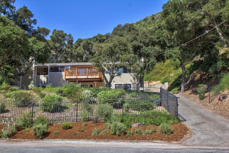 واحد منزل الأسرة للـ Sale في 104 Robley Road Salinas, California 93908 United States