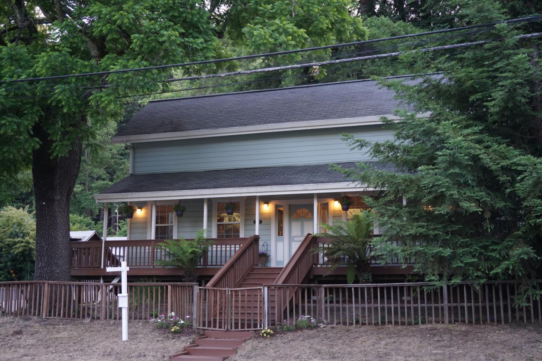 Maison unifamiliale pour l Vente à 12705 Highway 9 Boulder Creek, Californie 95006 États-Unis