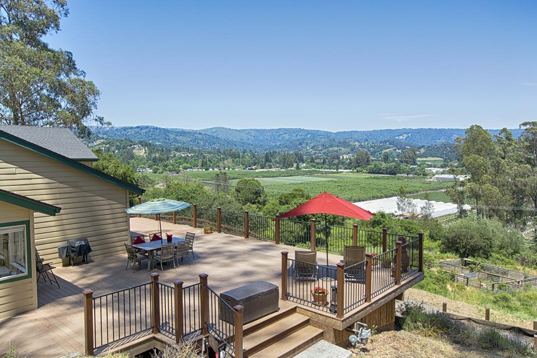 Частный односемейный дом для того Продажа на 84 Skylark Lane Corralitos, Калифорния 95076 Соединенные Штаты