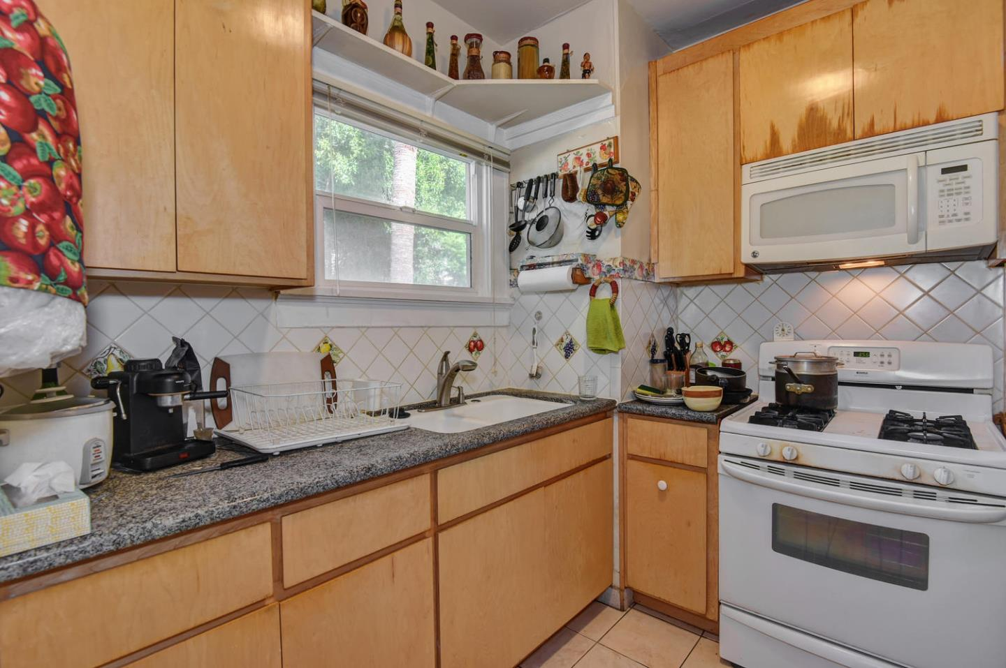 Additional photo for property listing at 70-74 N 10th Street  San Jose, カリフォルニア 95112 アメリカ合衆国