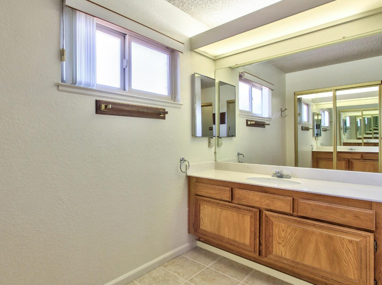 Additional photo for property listing at 18830 Tiburcio Court  Salinas, California 93908 Estados Unidos