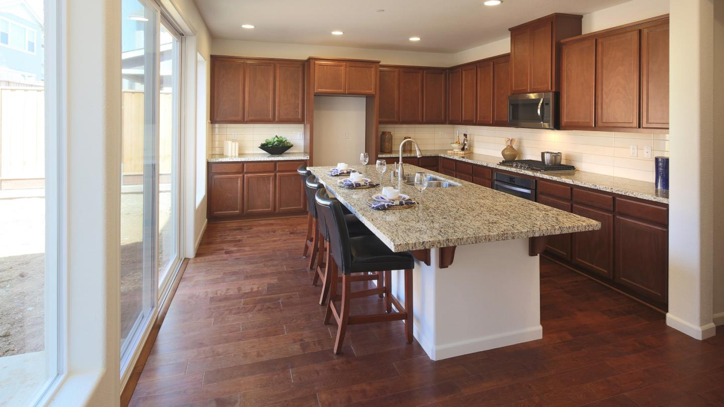 Additional photo for property listing at 1050 Ruby Way  Gilroy, California 95020 United States