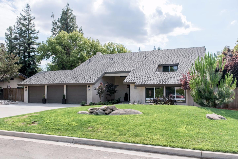 Maison unifamiliale pour l Vente à 7404 N Lead Avenue Fresno, Californie 93711 États-Unis