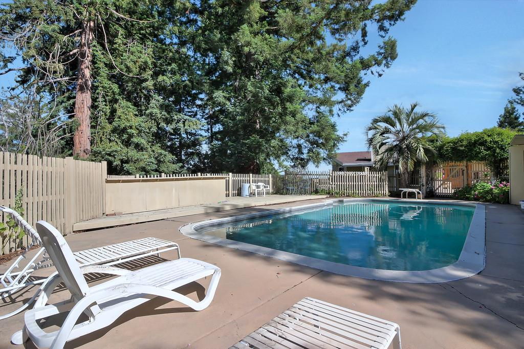 Additional photo for property listing at 23591 Hutchinson Road  Los Gatos, California 95033 Estados Unidos