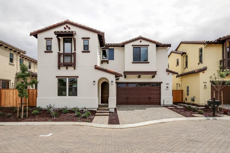 Maison unifamiliale pour l Vente à 966 Wren Court Santa Clara, Californie 95051 États-Unis