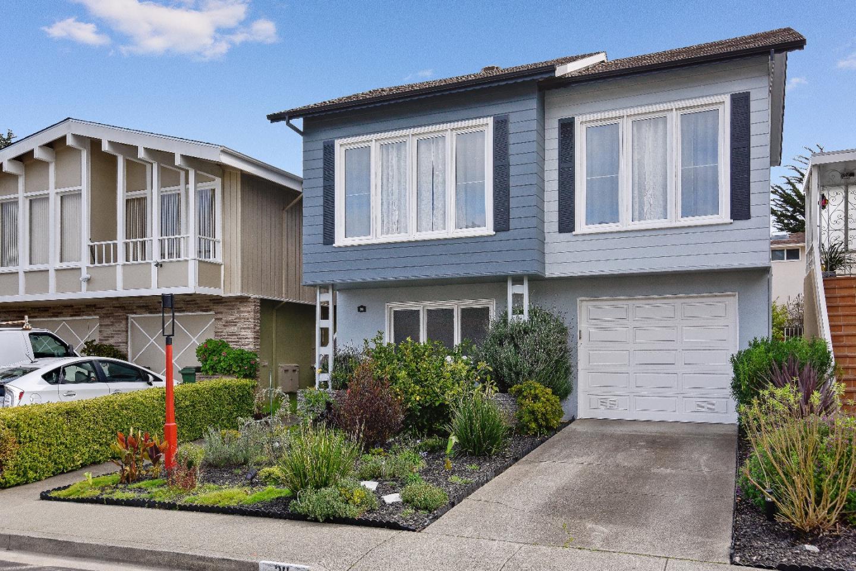 واحد منزل الأسرة للـ Sale في 30 Lakeview Drive Daly City, California 94015 United States