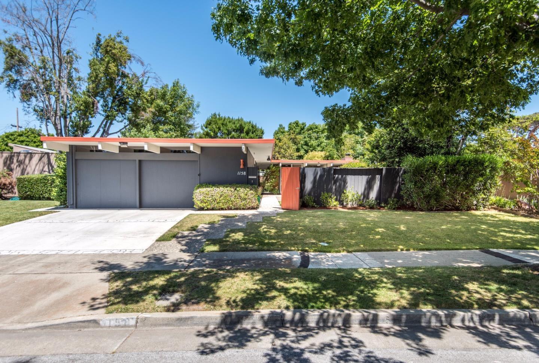 واحد منزل الأسرة للـ Sale في 1158 Pulora Court Sunnyvale, California 94087 United States