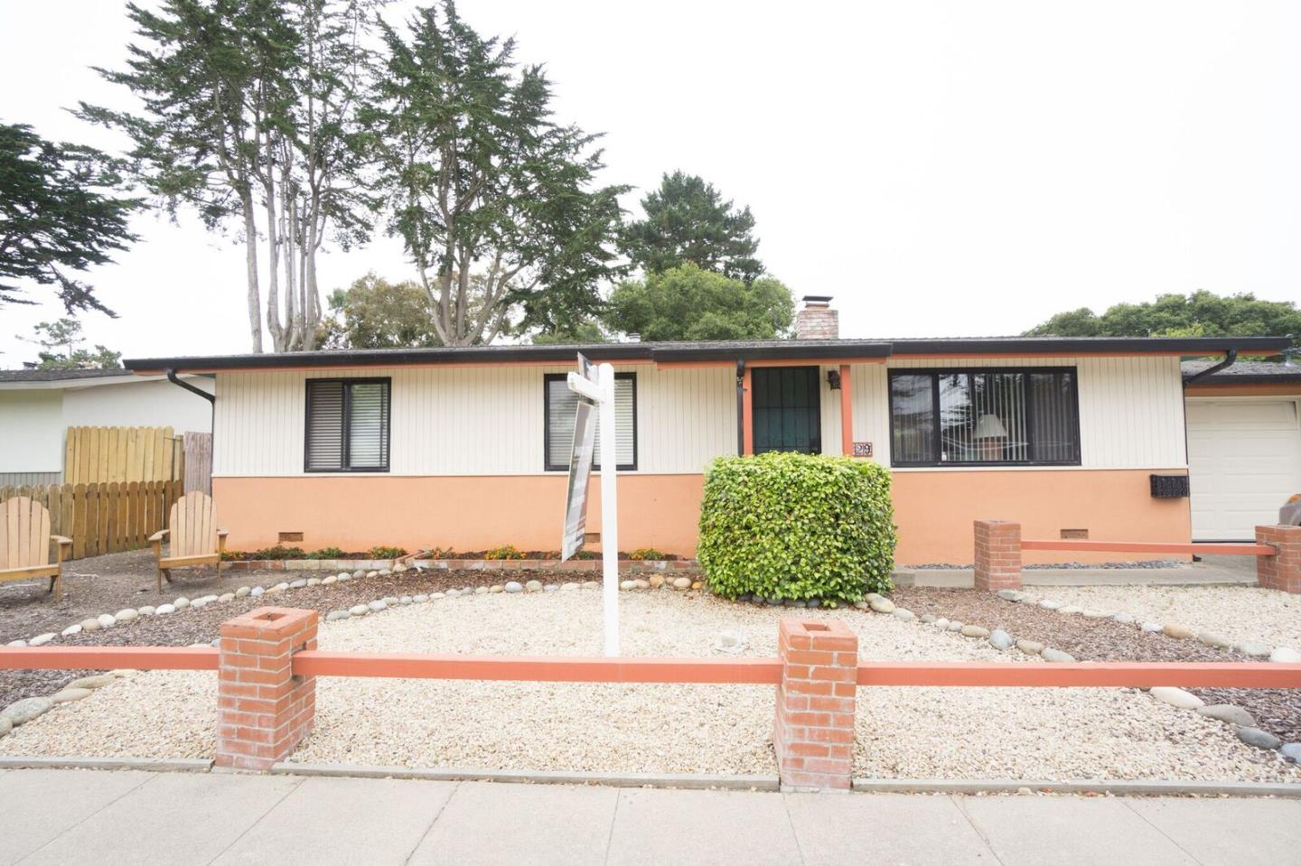 Additional photo for property listing at 729 Rosemont Avenue  Pacific Grove, California 93950 Estados Unidos