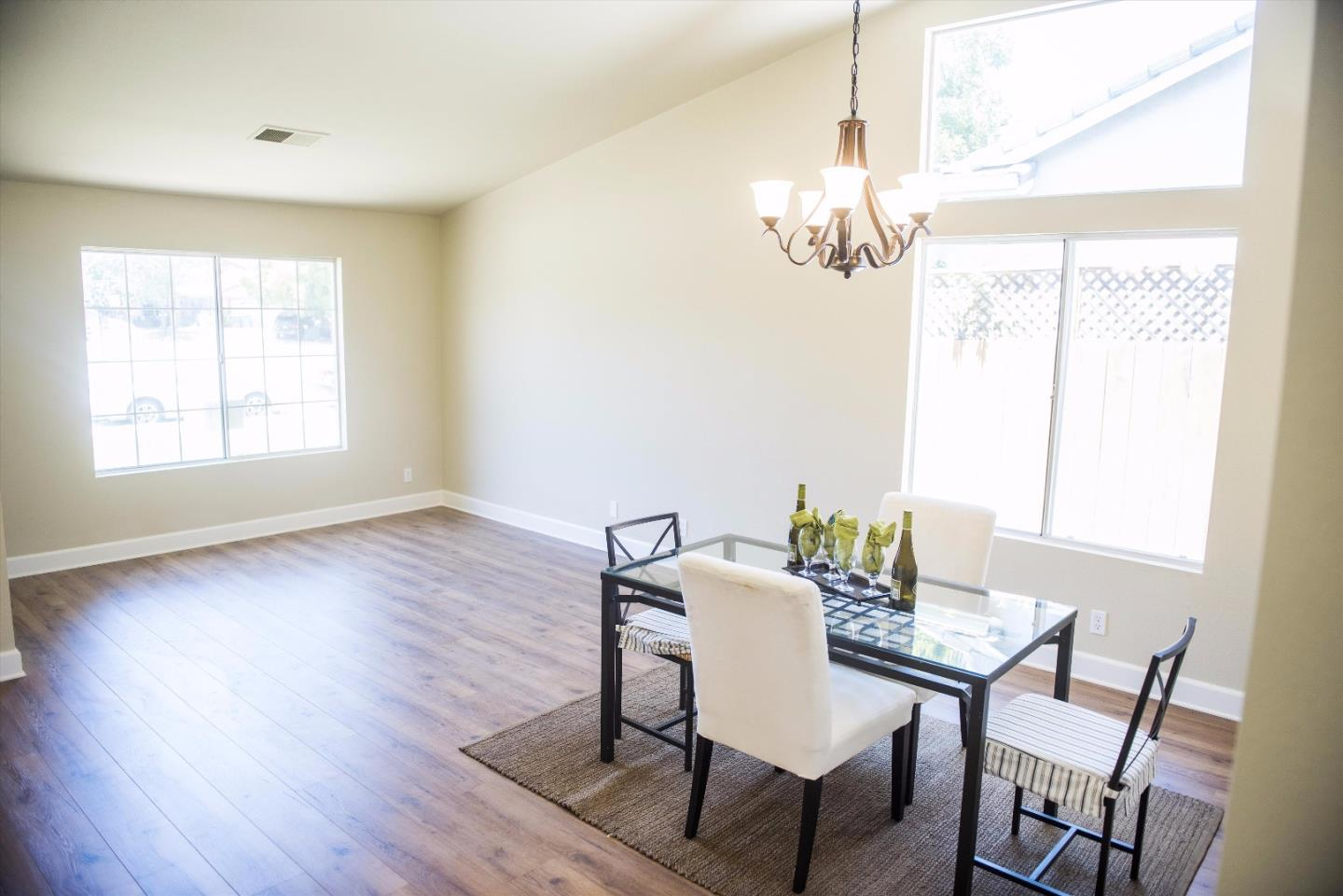 Additional photo for property listing at 871 Marne Drive  Hollister, Kalifornien 95023 Vereinigte Staaten