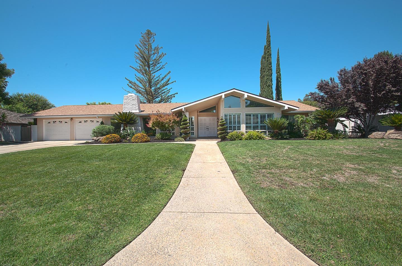 Maison unifamiliale pour l Vente à 2712 W Paul Avenue Fresno, Californie 93711 États-Unis
