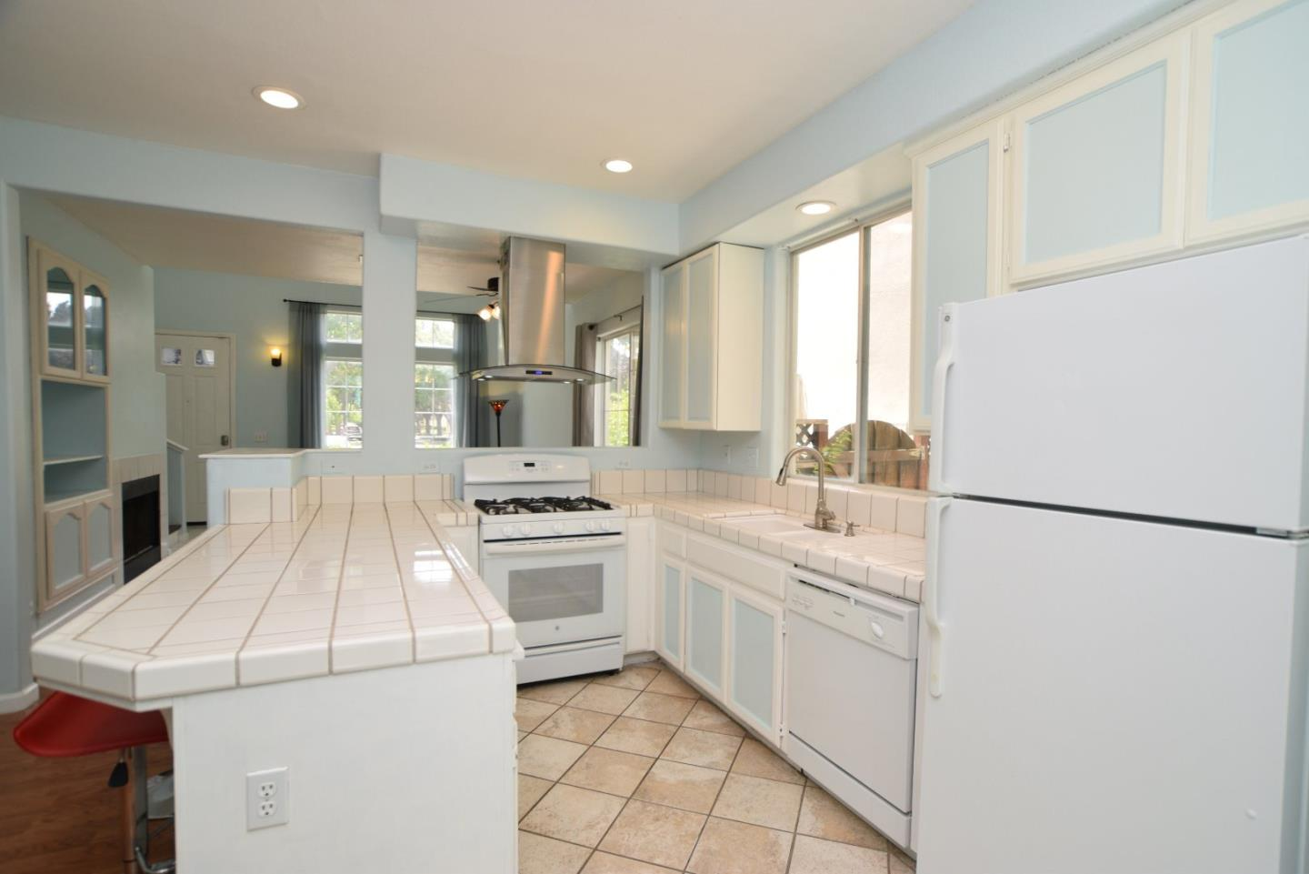 Additional photo for property listing at 267 Holland Circle  Hollister, California 95023 Estados Unidos
