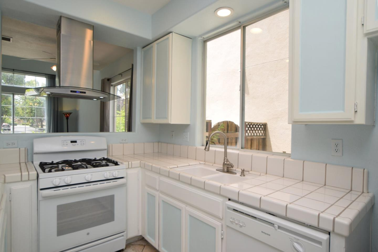 Additional photo for property listing at 267 Holland Circle  Hollister, Californie 95023 États-Unis