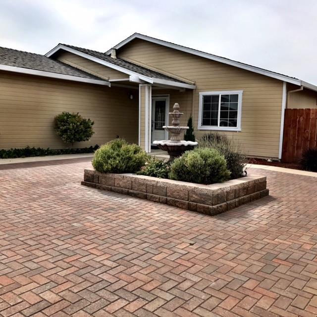 واحد منزل الأسرة للـ Sale في 143 Spruce Drive King City, California 93930 United States