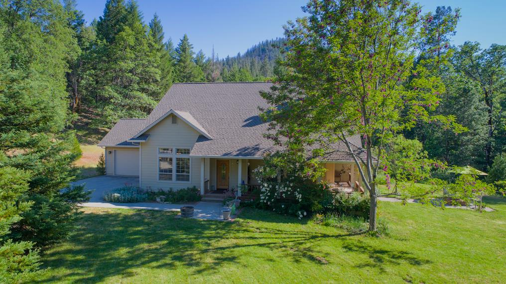 Casa Unifamiliar por un Venta en 3163 Tule Creek Road Hayfork, California 96041 Estados Unidos