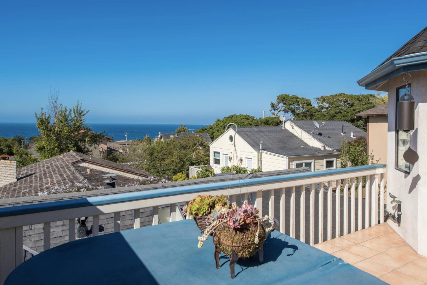Additional photo for property listing at 211 10th Street  Pacific Grove, California 93950 Estados Unidos