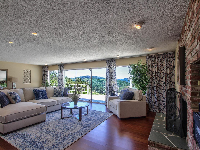 Maison unifamiliale pour l Vente à 191 Aromas Road Aromas, Californie 95004 États-Unis