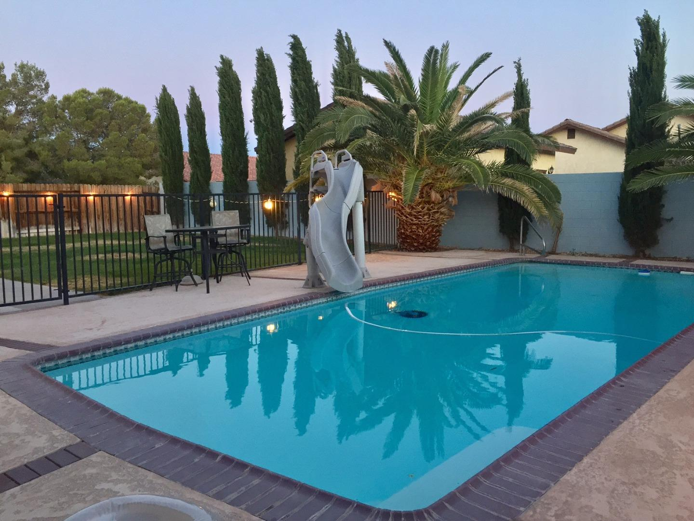 Casa Unifamiliar por un Venta en 1205 Rebecca Avenue Ridgecrest, California 93555 Estados Unidos