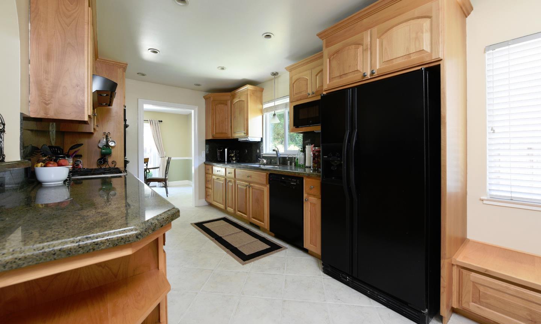Additional photo for property listing at 261 Madrone Avenue  Santa Clara, Калифорния 95051 Соединенные Штаты