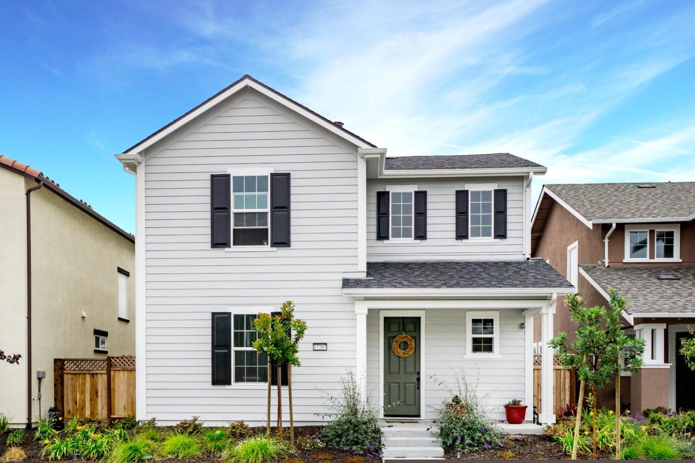 Casa Unifamiliar por un Venta en 17207 Logan Street 17207 Logan Street Marina, California 93933 Estados Unidos