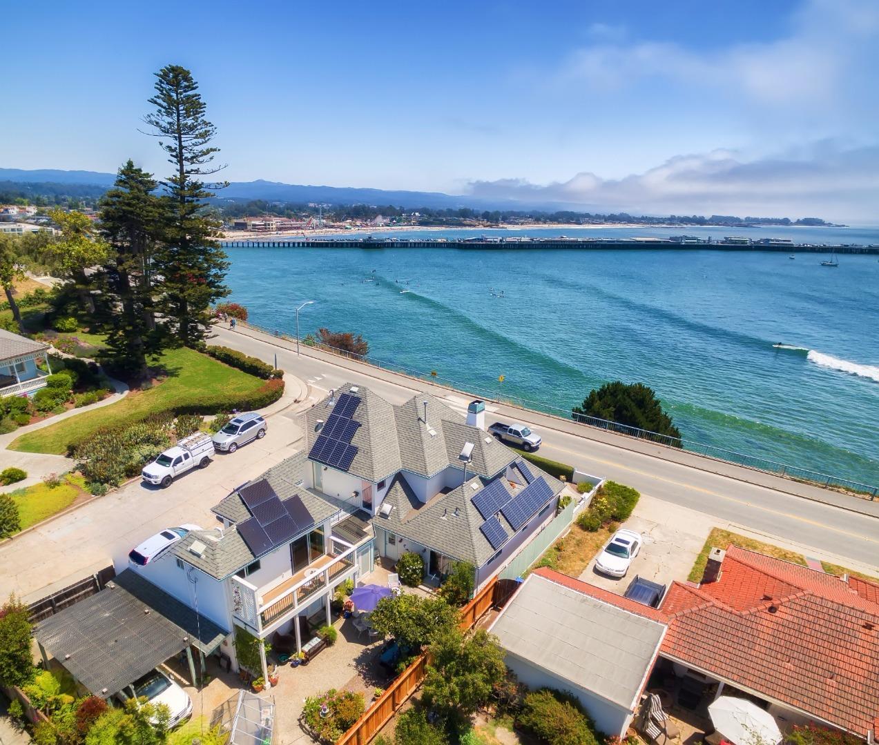 Einfamilienhaus für Verkauf beim 404 W Cliff Drive Santa Cruz, Kalifornien 95060 Vereinigte Staaten