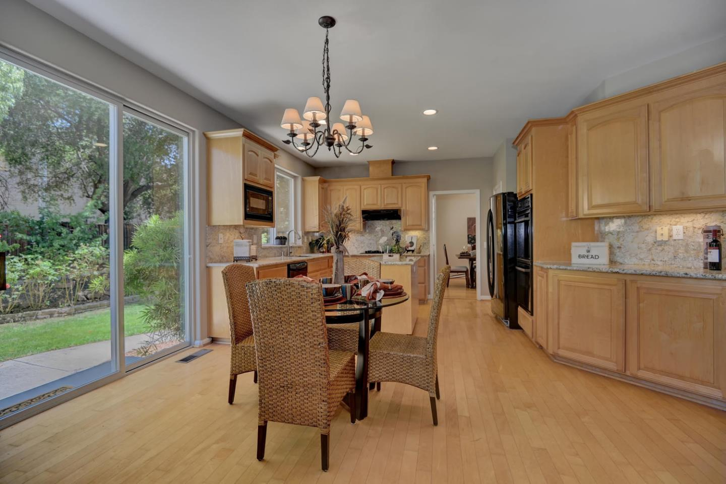 Additional photo for property listing at 2555 Magnolia Way  Morgan Hill, 加利福尼亞州 95037 美國