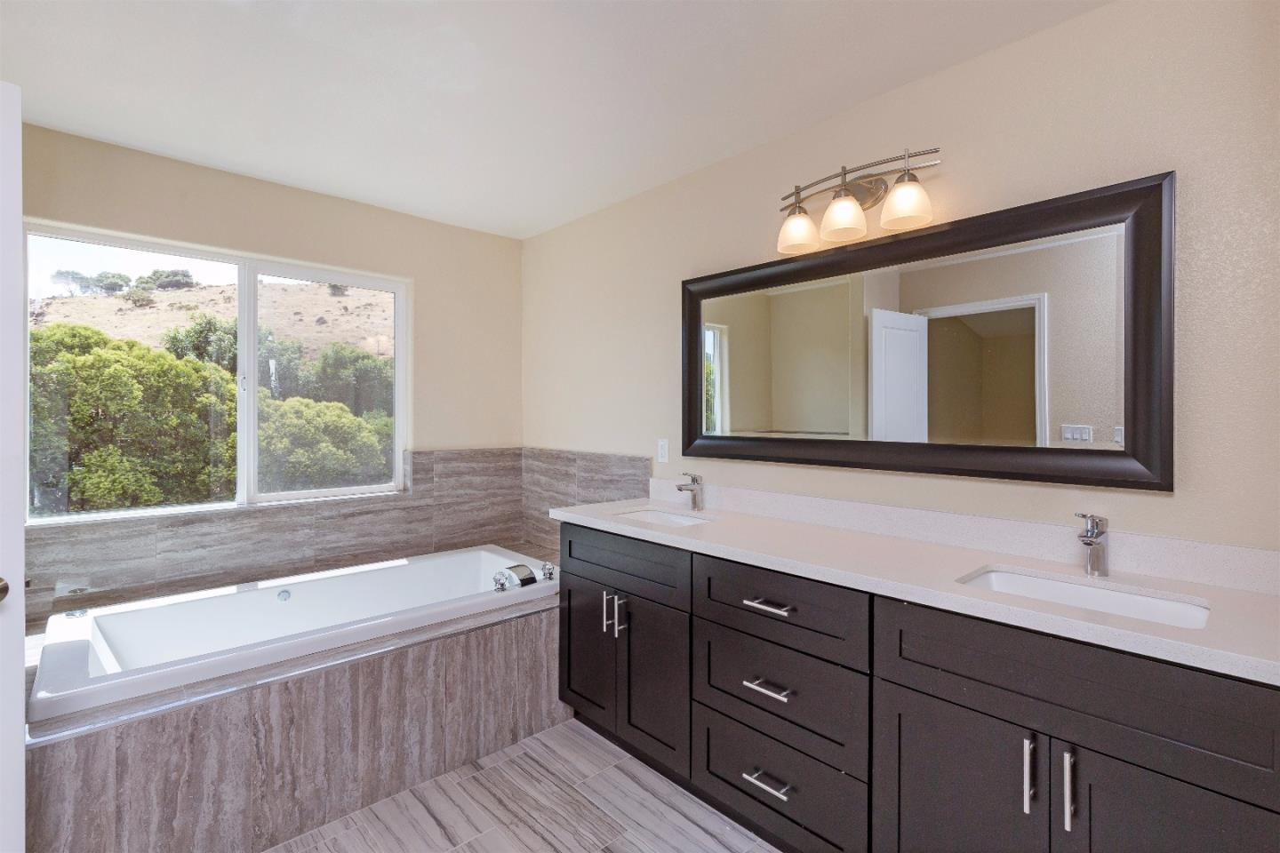 Additional photo for property listing at 18685 Bonita Drive  Morgan Hill, 加利福尼亞州 95037 美國