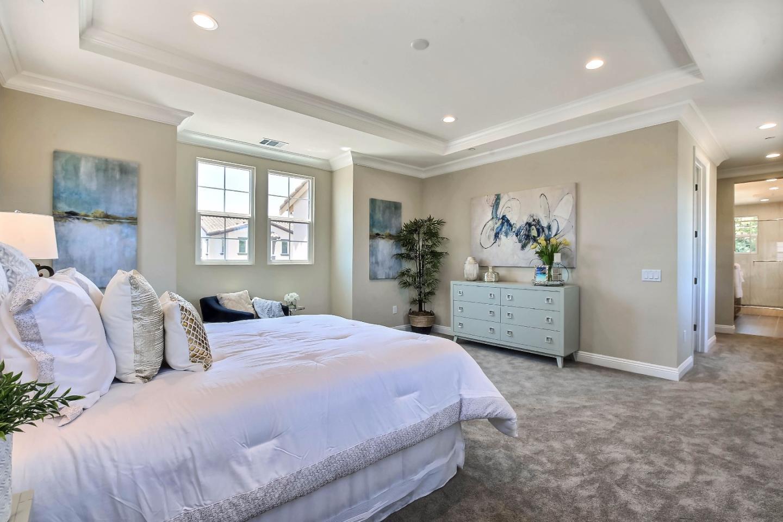 Additional photo for property listing at 963 Wren Court  Santa Clara, California 95051 Estados Unidos