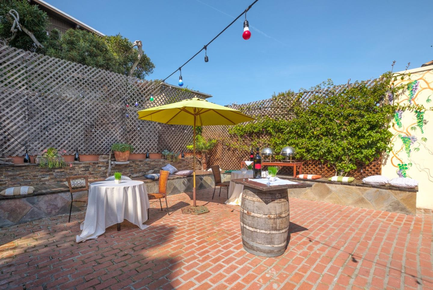 Additional photo for property listing at 113 Central Avenue  Pacific Grove, Californie 93950 États-Unis