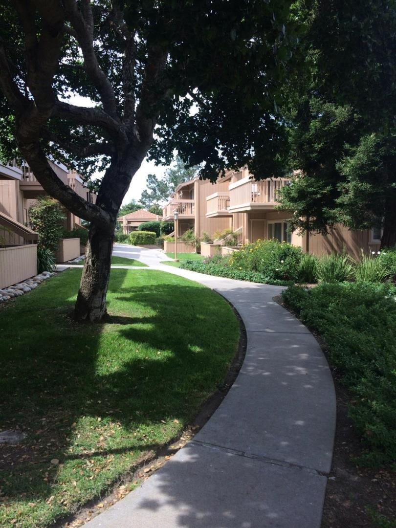Additional photo for property listing at 300 Glenwood Circle  Monterey, 加利福尼亞州 93940 美國