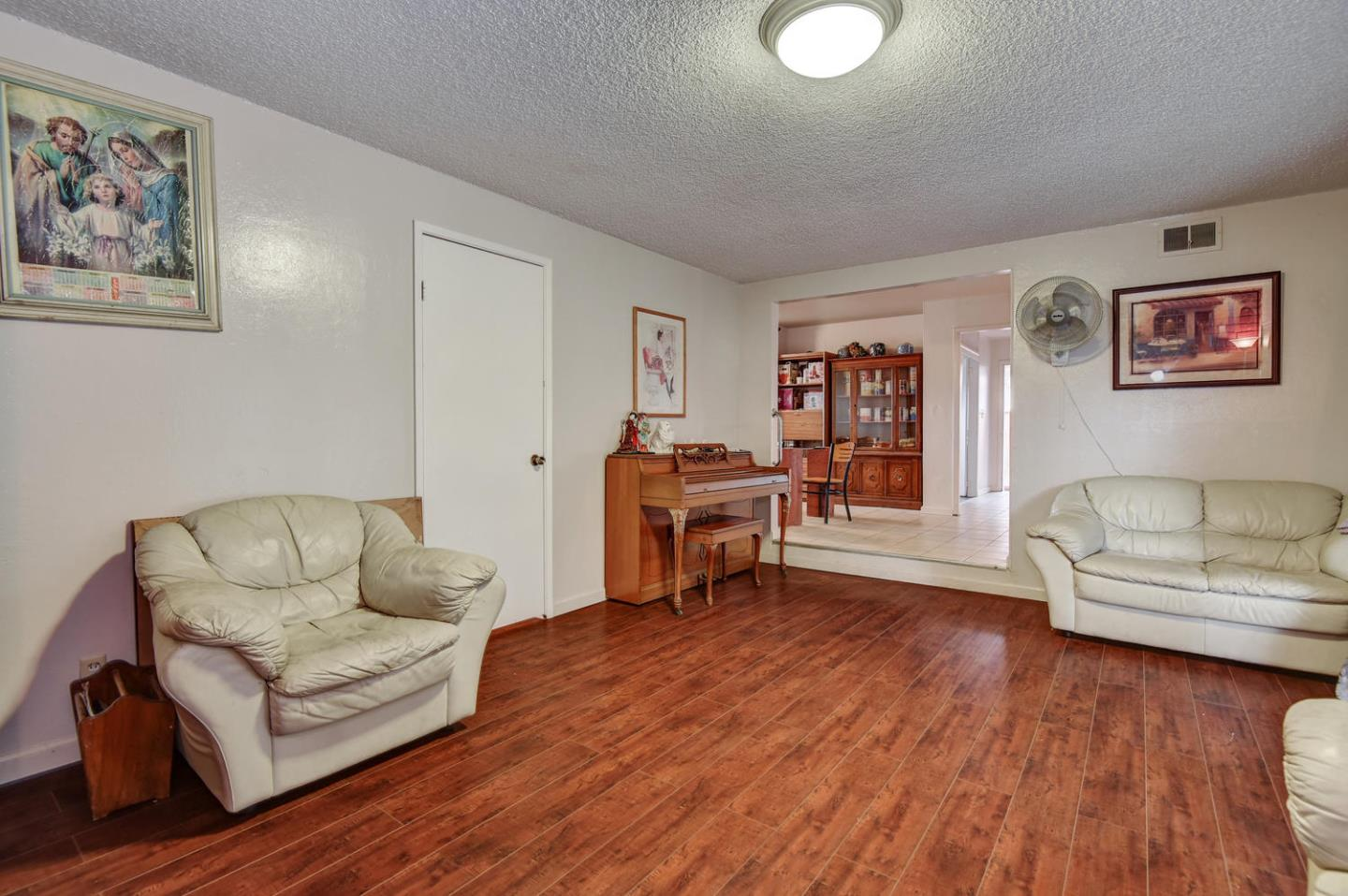 Additional photo for property listing at 264 Ketchum Drive  San Jose, California 95127 United States