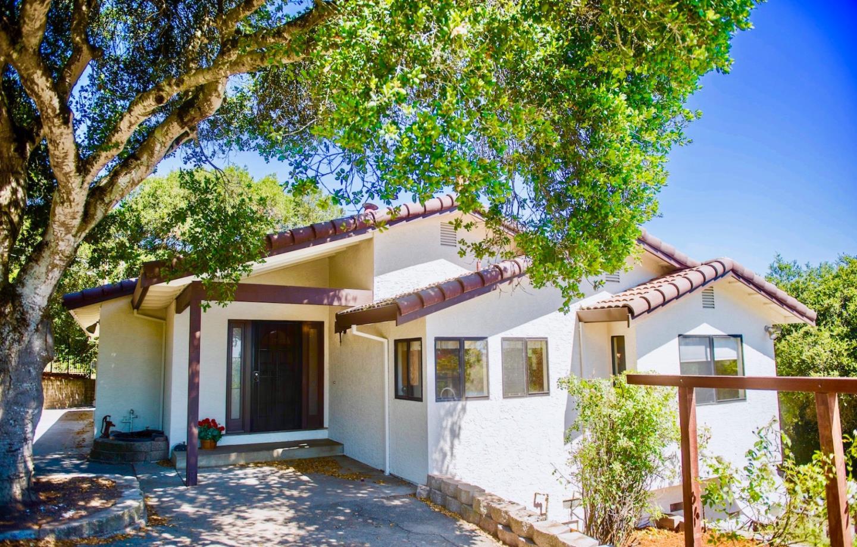 Частный односемейный дом для того Продажа на 435 School Road San Juan Bautista, Калифорния 95045 Соединенные Штаты