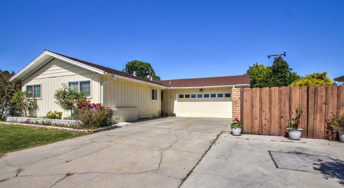 Additional photo for property listing at 1334 Riker Street  Salinas, Kalifornien 93901 Vereinigte Staaten